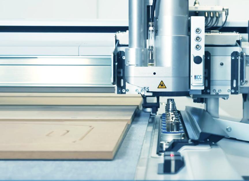 Zünd представя новите си индустриални довършителни решения.